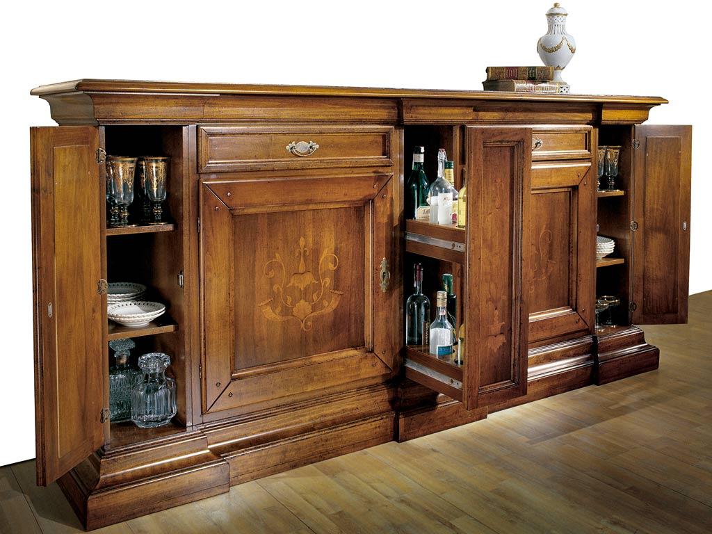 Credenza classica in legno con ante e cassetti
