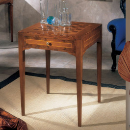 Tavolino con scacchiera