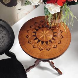 Tavolino rotondo con intarsio e filetti