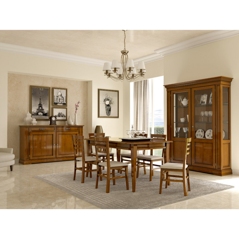 Sala da pranzo classica con tavolo rettangolare