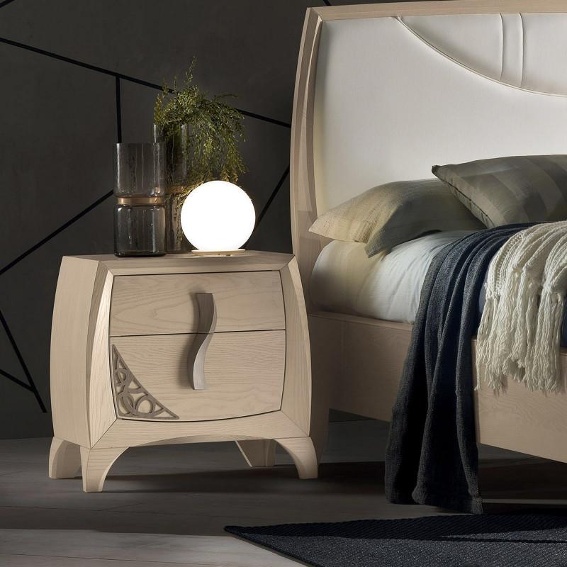 Camera da letto con trafori e maniglie in legno for Maniglie per mobili camera da letto