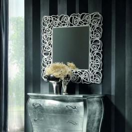 Specchio quadrato con cornice traforata