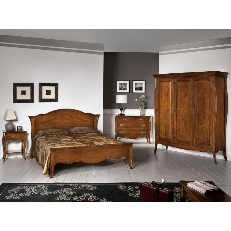 Camera da letto classica in legno